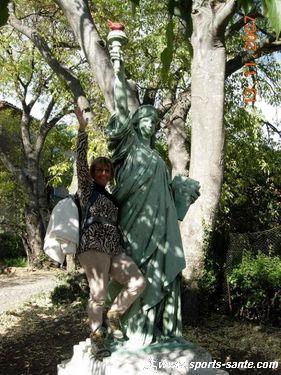 Statue de la Liberté = les répliques découvertes grâce à Google Earth - Page 4 Image-10
