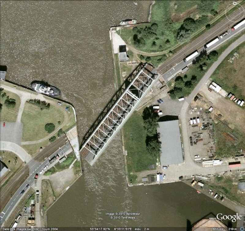 Pont mobile en mouvement à Bremerhaven ( Allemagne ) Pont_211