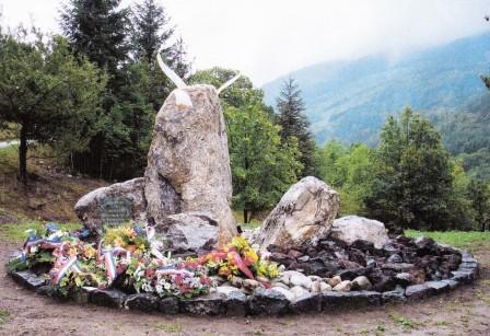 Monument en hommage d'un crash d'avion Val20g10