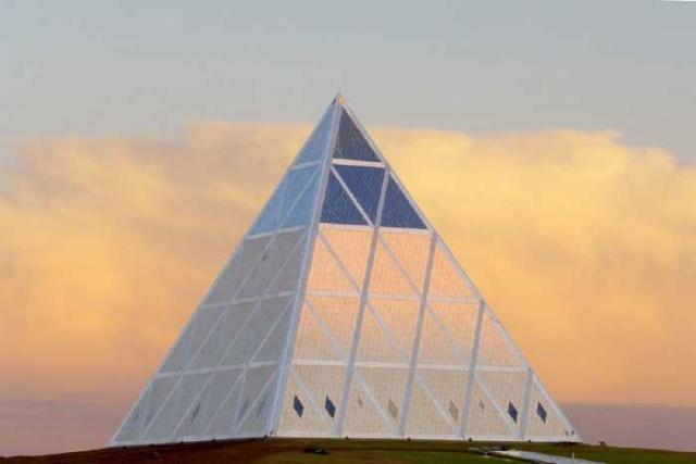 pour - Le Kazakhstan construit une base et une ambassade pour les extraterrestres 618