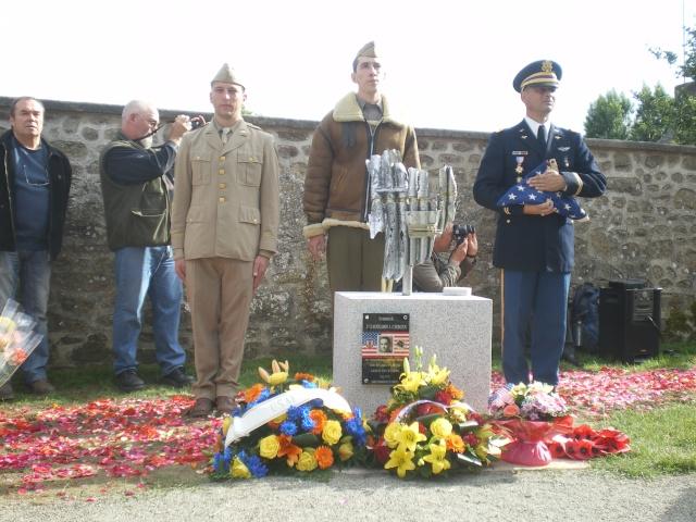 Inauguration et Cérémonie en Hommage au 2nd Lt. Montgomery A. Coddington 474th Fighter Group, KIA le 7 Juin 1944. Imgp2716