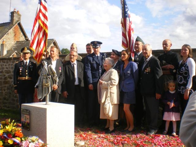 Inauguration et Cérémonie en Hommage au 2nd Lt. Montgomery A. Coddington 474th Fighter Group, KIA le 7 Juin 1944. Imgp2810
