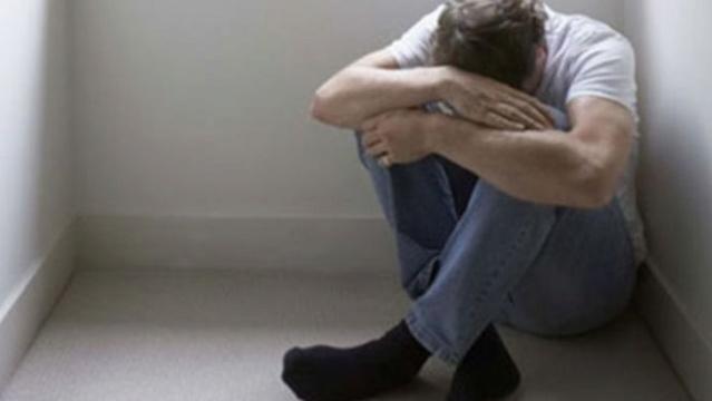 ثلاث نساء يغتصبن رجل بعد إختطافه ! 10201510