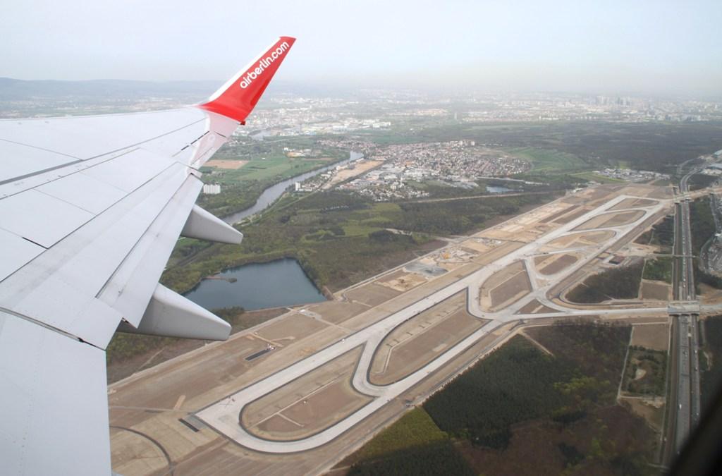 Neue Landebahn wird pünktlich zum 31. Mai fertig Img_0045