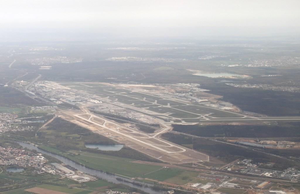 Neue Landebahn wird pünktlich zum 31. Mai fertig Img_0046