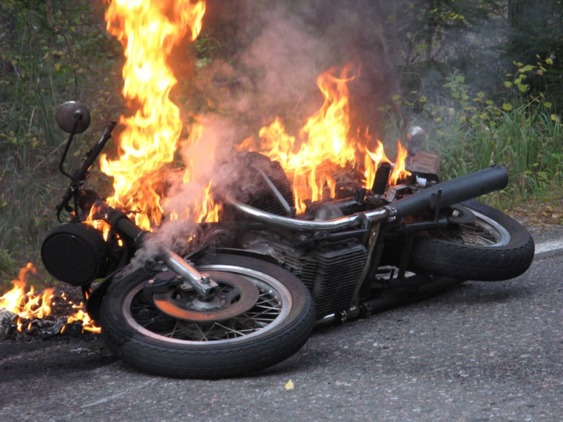Ducati VS Moto Guzzi..  Guzfeu10