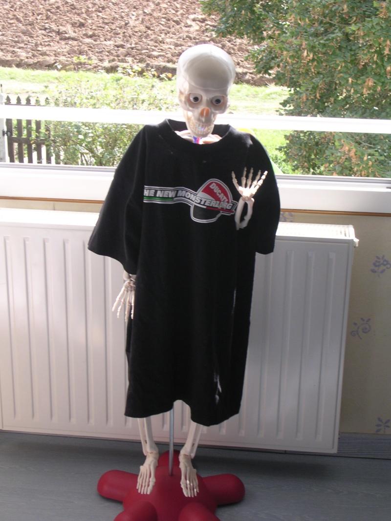 Nos mannequins posent pour le nouveau t-shirt THENEWMONSTERZ.ORG :) - Page 2 Dscn3210