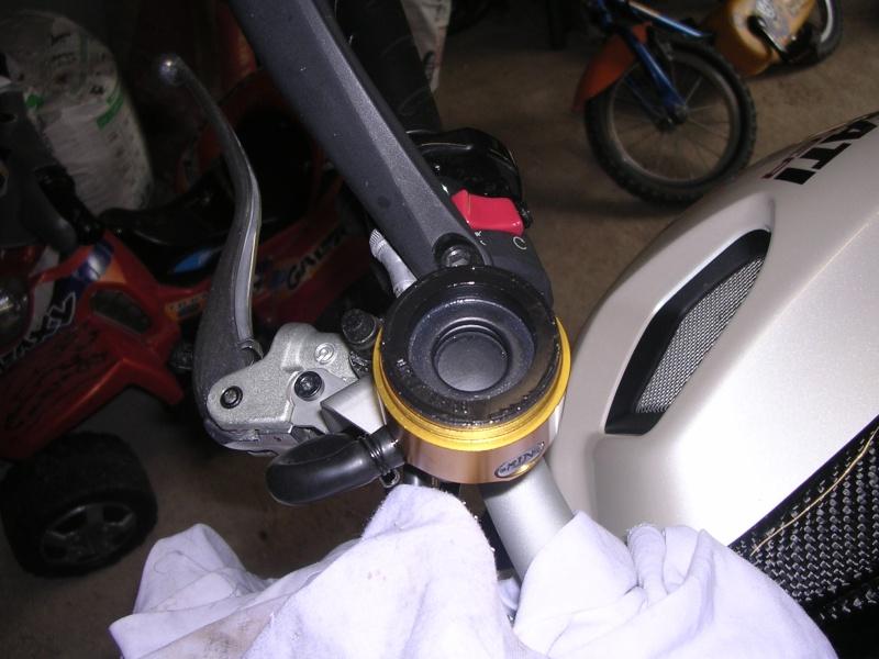 Remplacer ses réservoirs de liquide d'embrayage et frein. Rizoma20