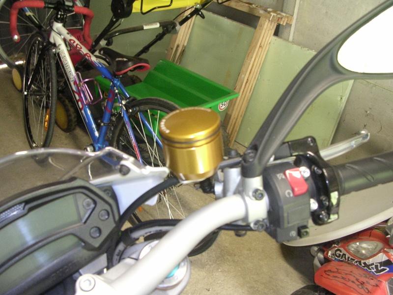 Remplacer ses réservoirs de liquide d'embrayage et frein. Rizoma21