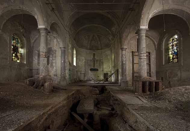 Des ruines - Page 2 Eglise10