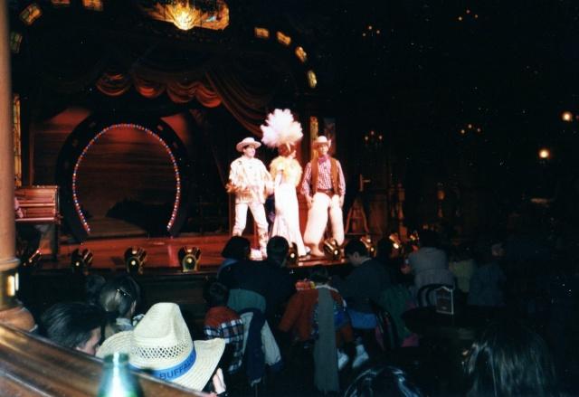 Anciens spectacles et parades de Disneyland Paris - Page 4 Img04310