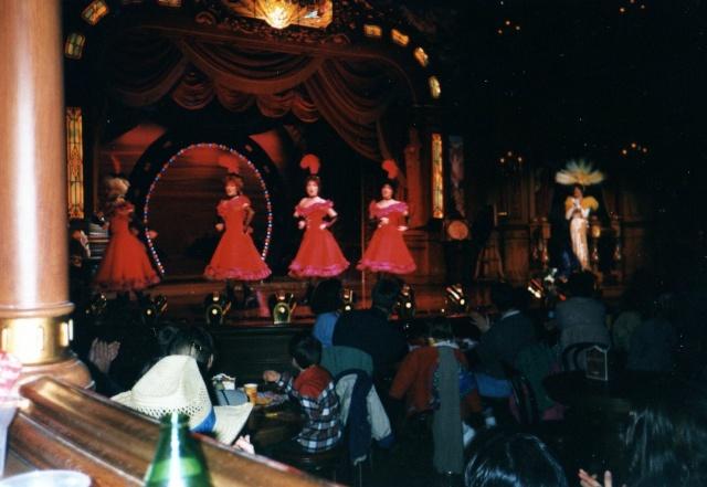 Anciens spectacles et parades de Disneyland Paris - Page 4 Img04411