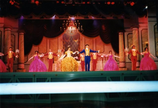Anciens spectacles et parades de Disneyland Paris - Page 4 Img04711