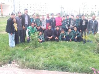 الفوج يشارك الطلبة في إحتفالاتهم 2011-027