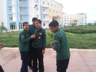 الفوج يشارك الطلبة في إحتفالاتهم 2011-028