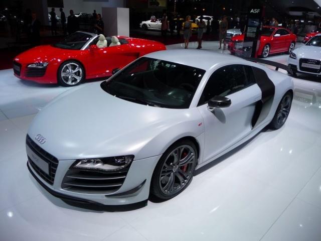 Sous cette épave se cache quelle voiture ?????  Audi-r12