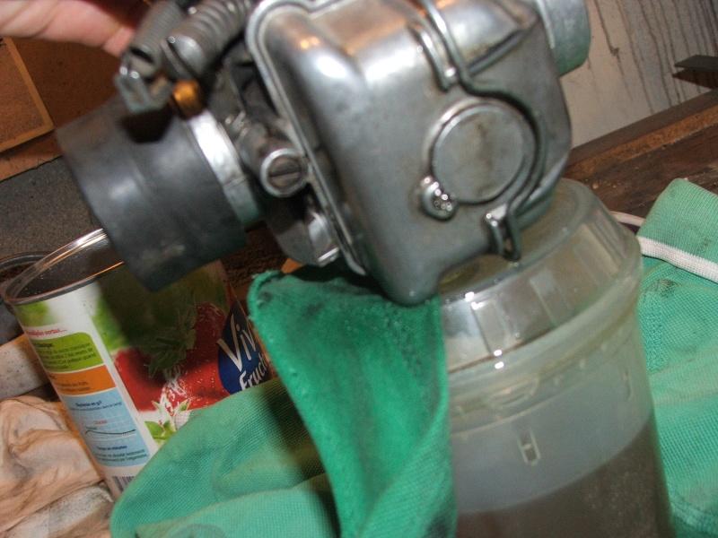 [R80/7] 89 Fuite essence carburateur gauche Dscf6611