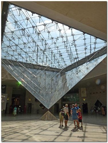 L'ESOTERISME DE LA PYRAMIDE DU LOUVRE Pyrami11