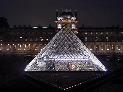 L'ESOTERISME DE LA PYRAMIDE DU LOUVRE Pyrami17