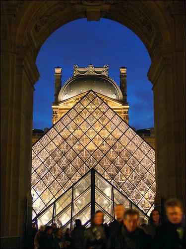 L'ESOTERISME DE LA PYRAMIDE DU LOUVRE Pyrami18