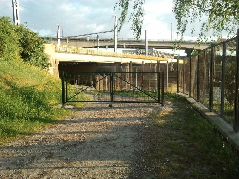 mise a l'eau a Thionville a coté du club nautique, condamné! - Page 2 Photo013
