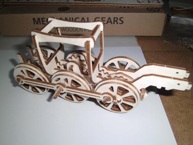 Lokomotive mit Tender UG460 von UGEARS Bild0810