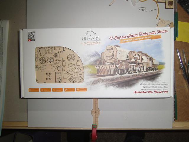 Lokomotive V-Express mit Tender von UGEARS Bild1-10