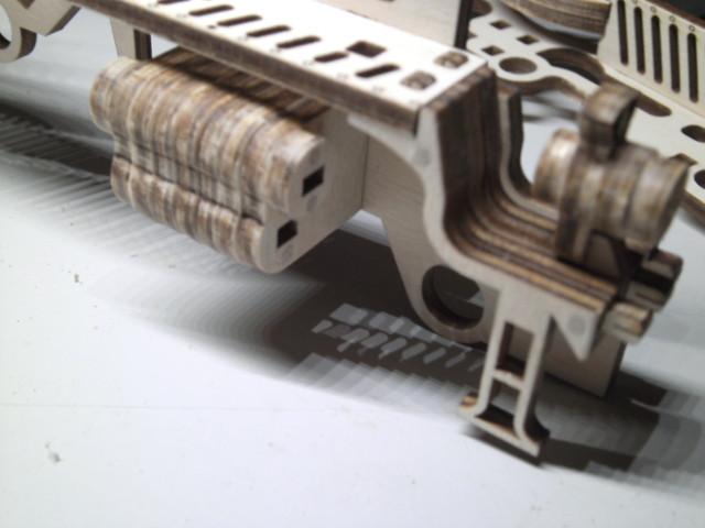 Lokomotive V-Express mit Tender von UGEARS Bild2010