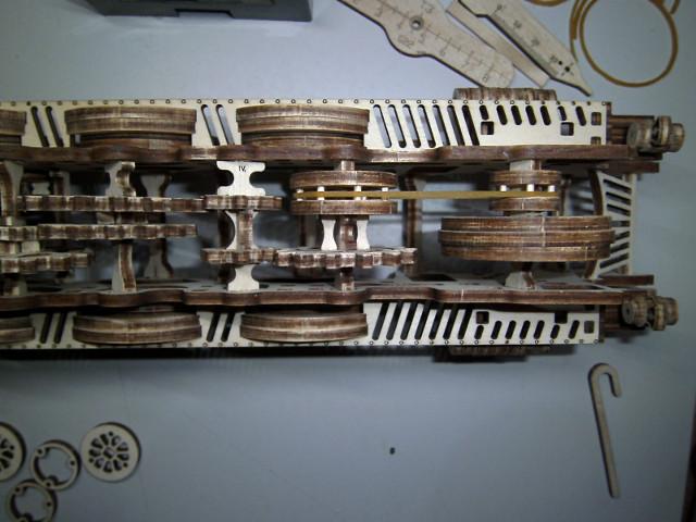 Lokomotive V-Express mit Tender von UGEARS Bild2510