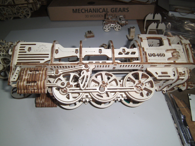 Lokomotive mit Tender UG460 von UGEARS Bild3010