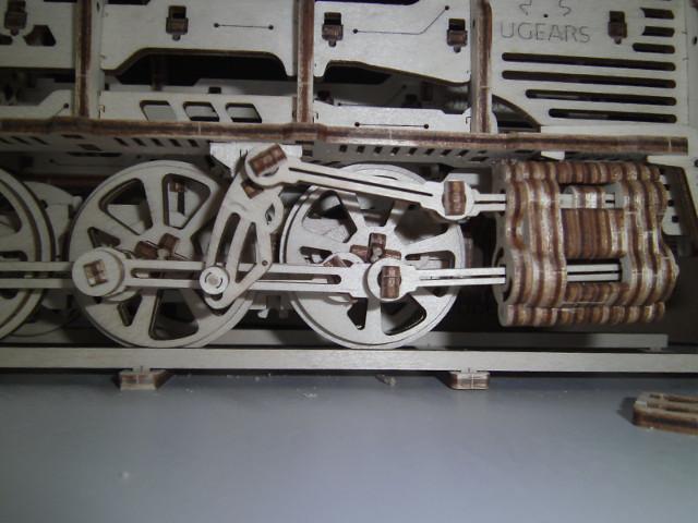 Lokomotive mit Tender UG460 von UGEARS Bild3310