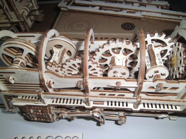 Lokomotive mit Tender UG460 von UGEARS Bild3510