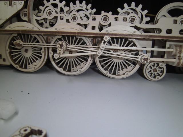 Lokomotive V-Express mit Tender von UGEARS Bild4311