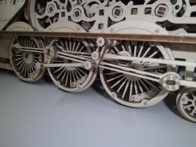 Lokomotive V-Express mit Tender von UGEARS Bild4411