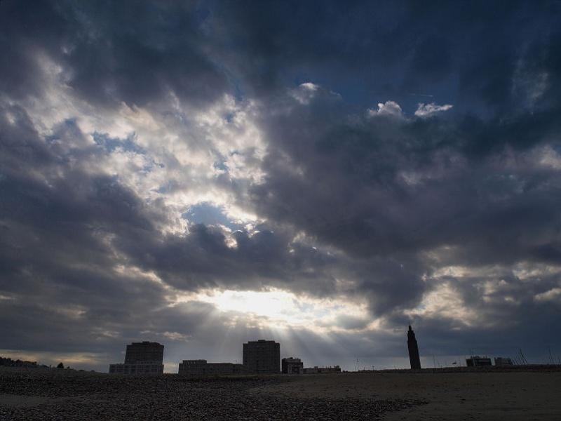 Ciel menaçant sur Le Havre Contre10