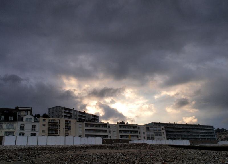 Ciel menaçant sur Le Havre Contre11