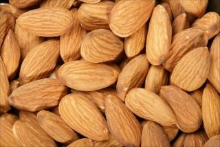 Plantes aromatiques, graines, noix, légumes, poissons, épices ... dans la Cuisine Marocaine Almond10