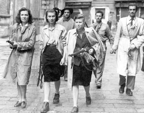 Un groupe de Femmes dans la LUTTE Armée > message aux Femmes du forum et des autres femmes à lire I71i8610