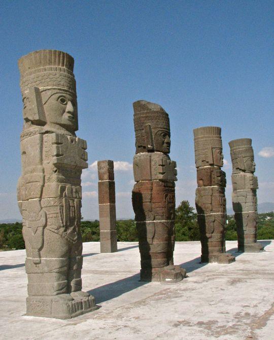 Tula et ses statues de guerriers Rula210