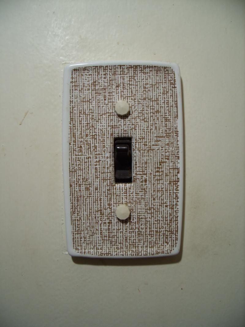 white - Light Fixtures/Door Handles - Brown/White 0210