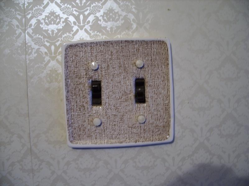 white - Light Fixtures/Door Handles - Brown/White 0310