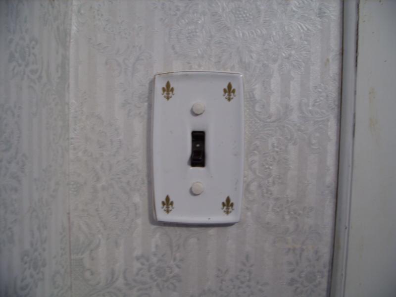 Light Fixtures/Door Handles - Gold/White 0510