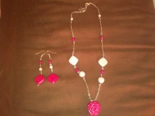 collana rosa rossa e orecchini Foto0011