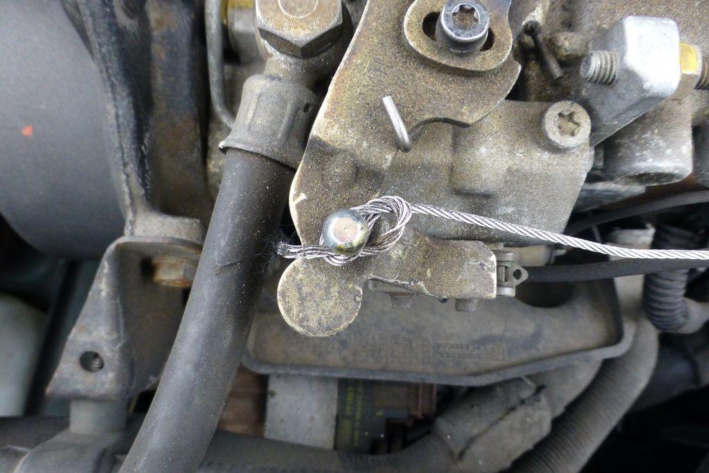 Câble d'accélérateur rompu, dépannage urgent et réparation réalisée P1210311