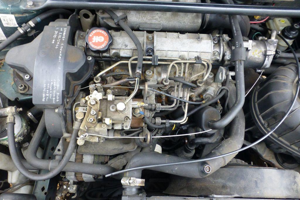Câble d'accélérateur rompu, dépannage urgent et réparation réalisée P1210314