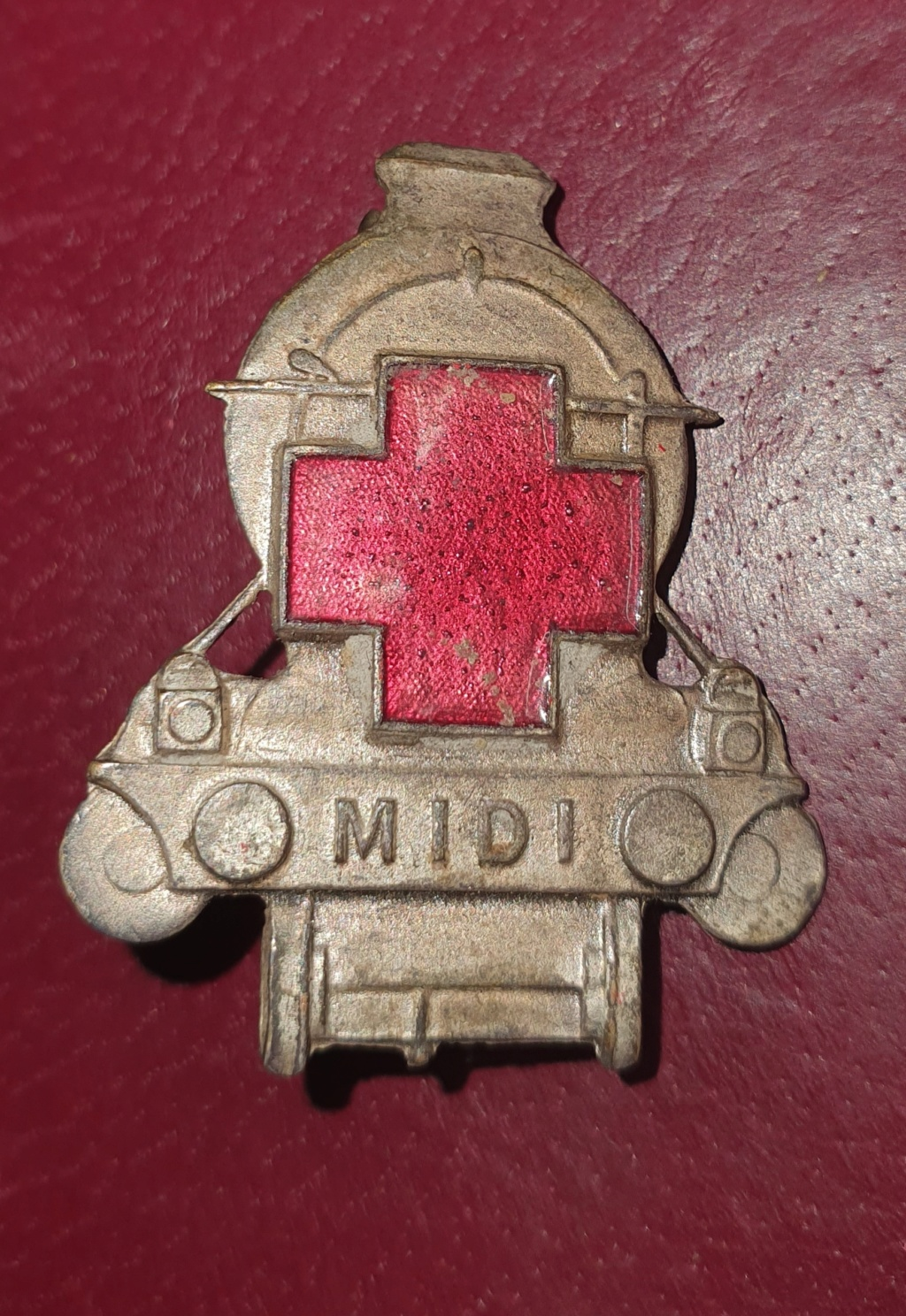 Insigne croix rouge  inconnu ??? Chemin de fer ???? 20210111
