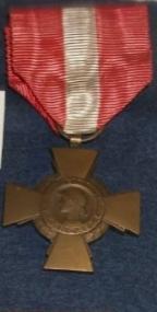 Croix de la valeur militaire mais ruban bizarre ???? 20210510