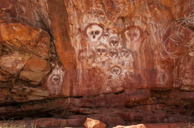 Le symbolisme dans l'art aborigène australien et son interprétation 10705410
