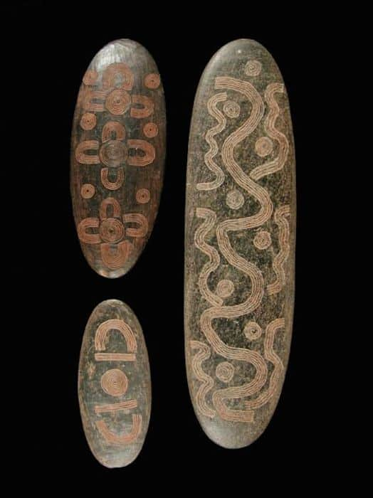 Le symbolisme dans l'art aborigène australien et son interprétation Stone-10