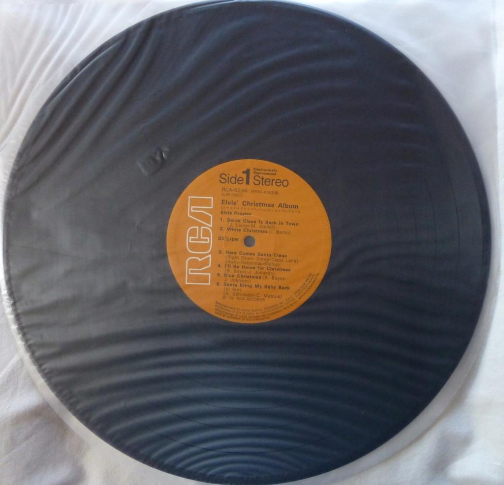 ELVIS' CHRISTMAS ALBUM P1080313